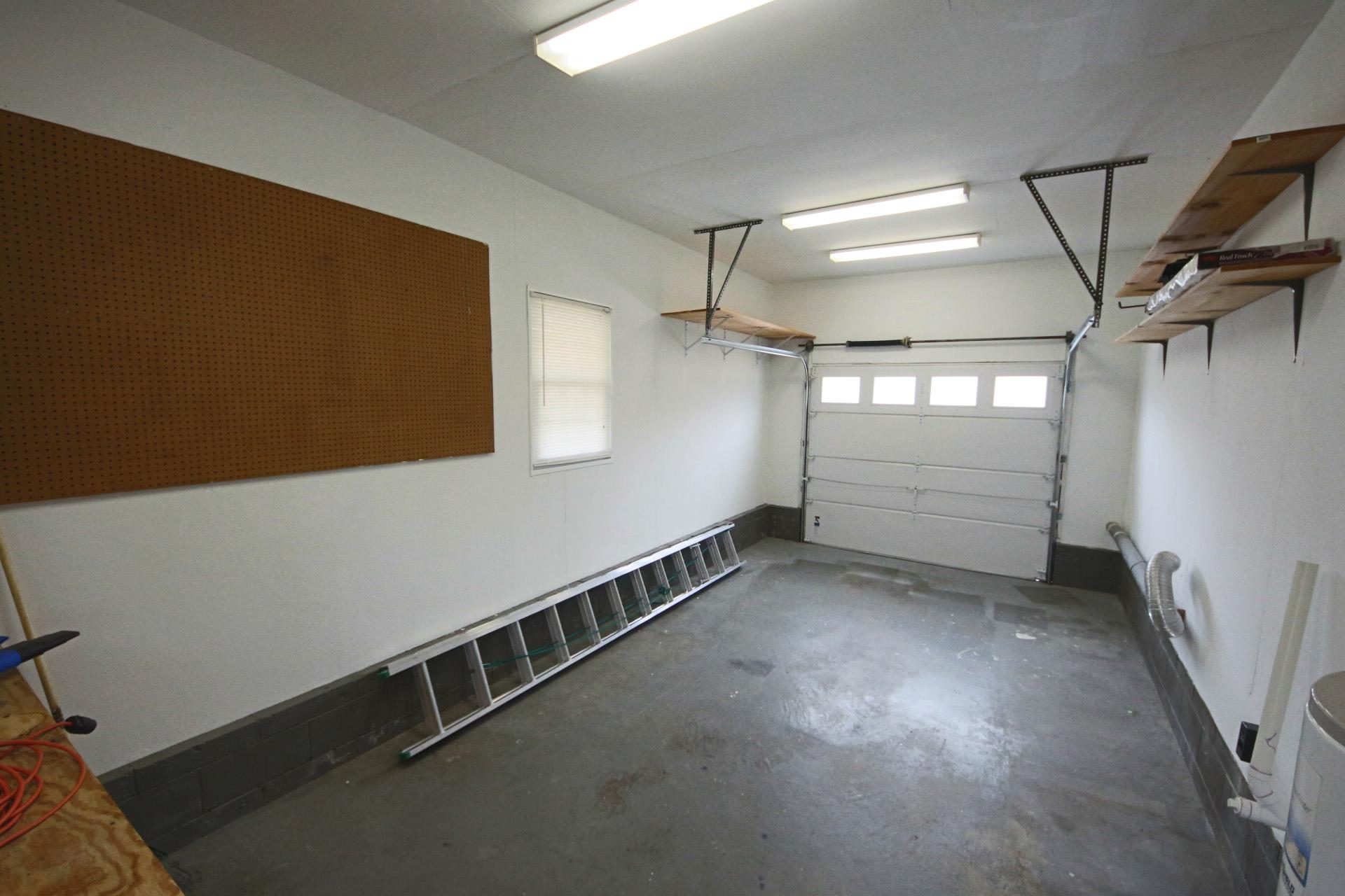 19. Garage