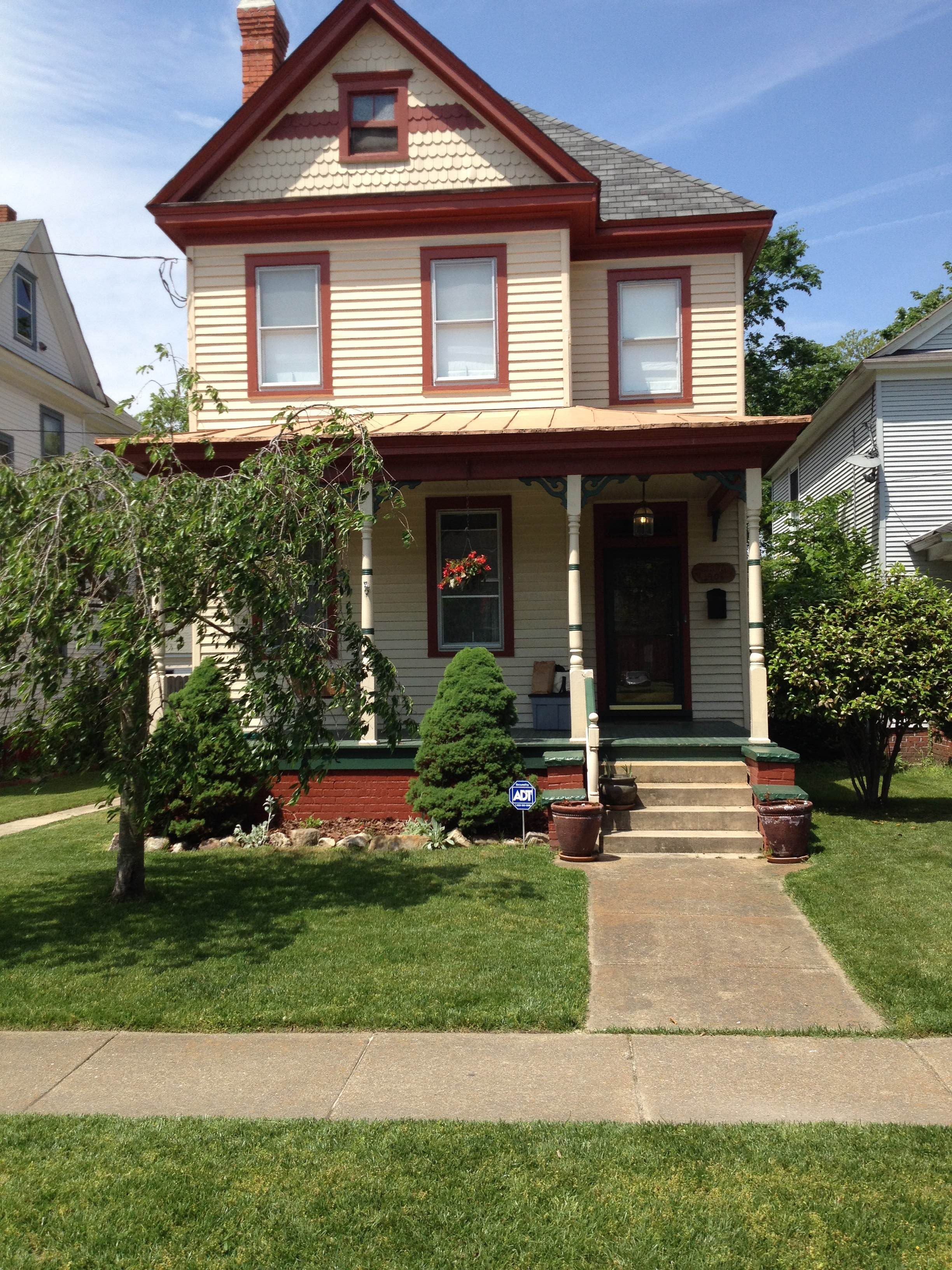 554 Mt Vernon Avenue: Sold!