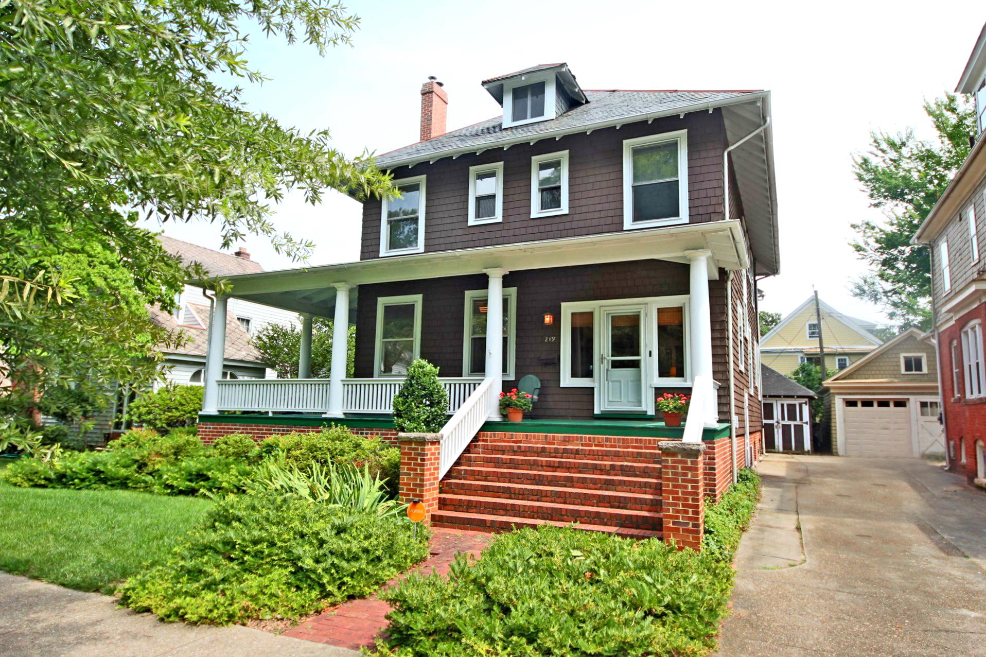 219 E 39th Street: Sold!