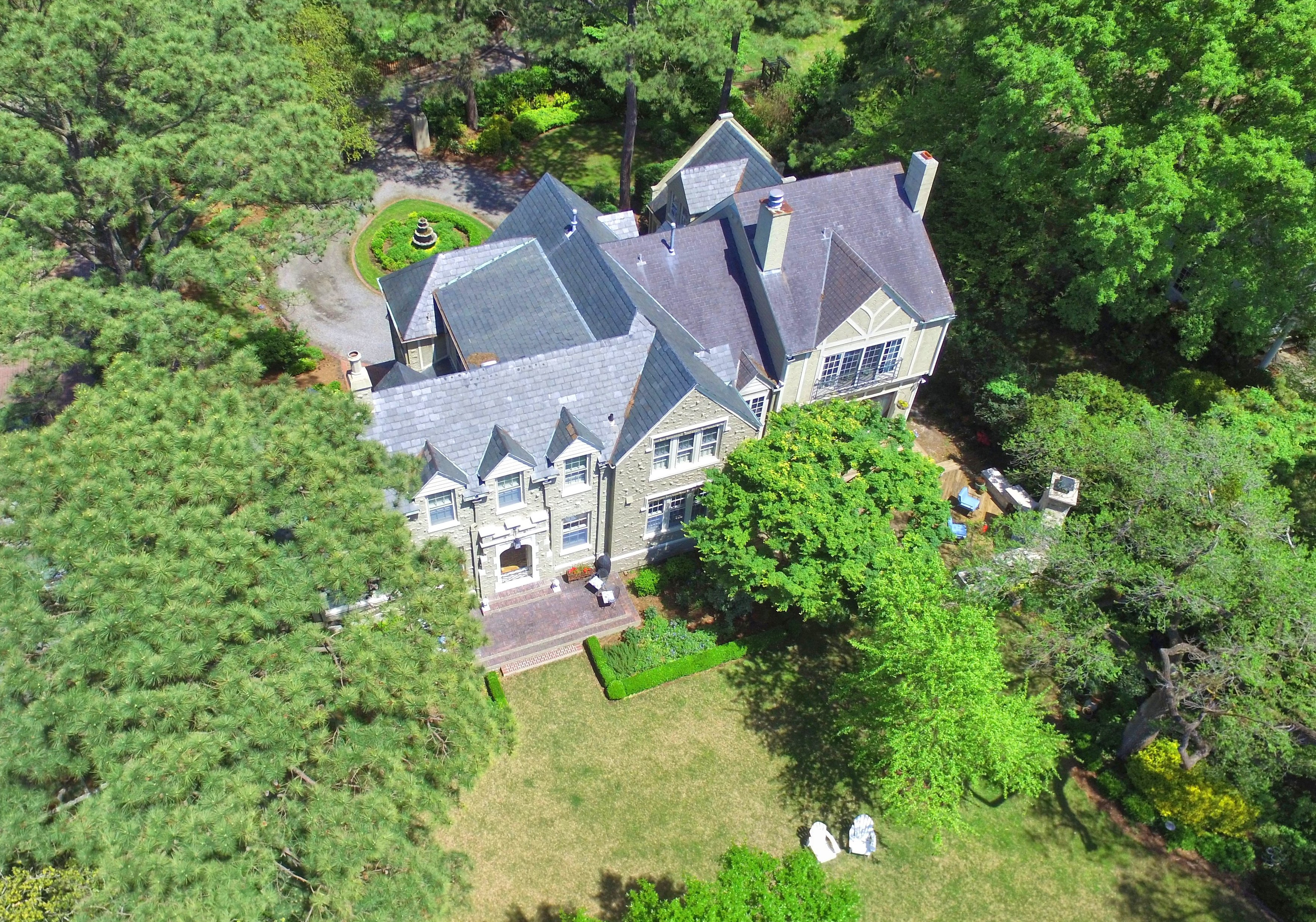 7407 Glencove Place: $1,925,000